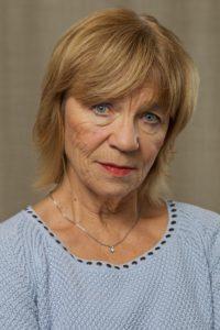 Portrettbilde av Lundt i lyseblå bluse.