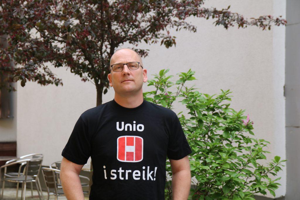 Steffen i streikeskjorte